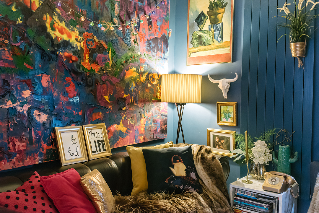 dark-maximalist-blue-living-room-eclectic-cosy-lily-sawyer-photo